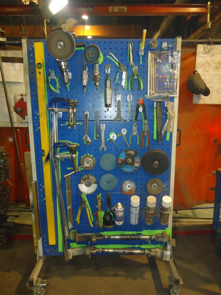 Valmis stendi esimene poole tööriistadega